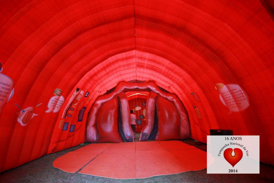 por-dentro-da-boca-gigante-4418185